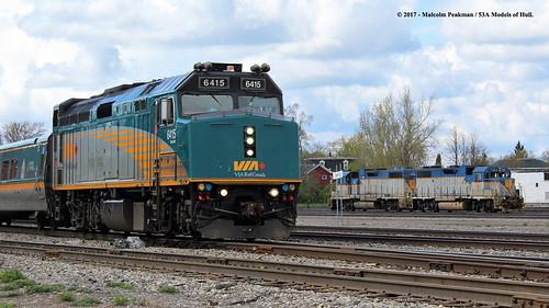 viarailcanada via f40ph3 6415 passenger canadianpacific cp delawarehudson dh gp382 bb 7303 7308 diesel smithsfalls ontario canada train railway locomotive railroad