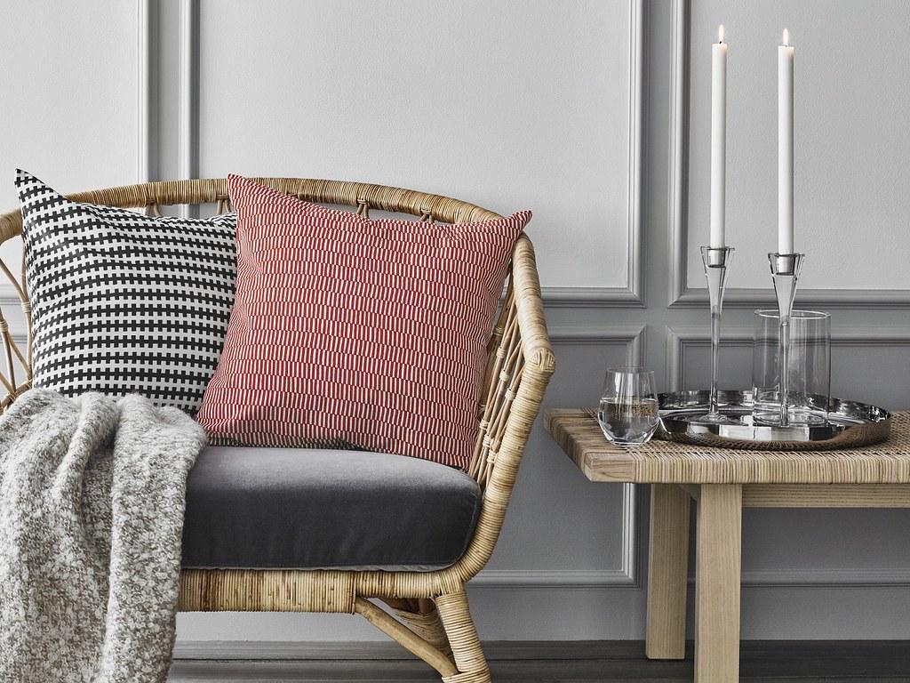 STOCKHOLM 2017 扶手椅兼具耐用與舒適感,搭配上由瑞典大自然啟發的各色靠枕,增加居家美感。