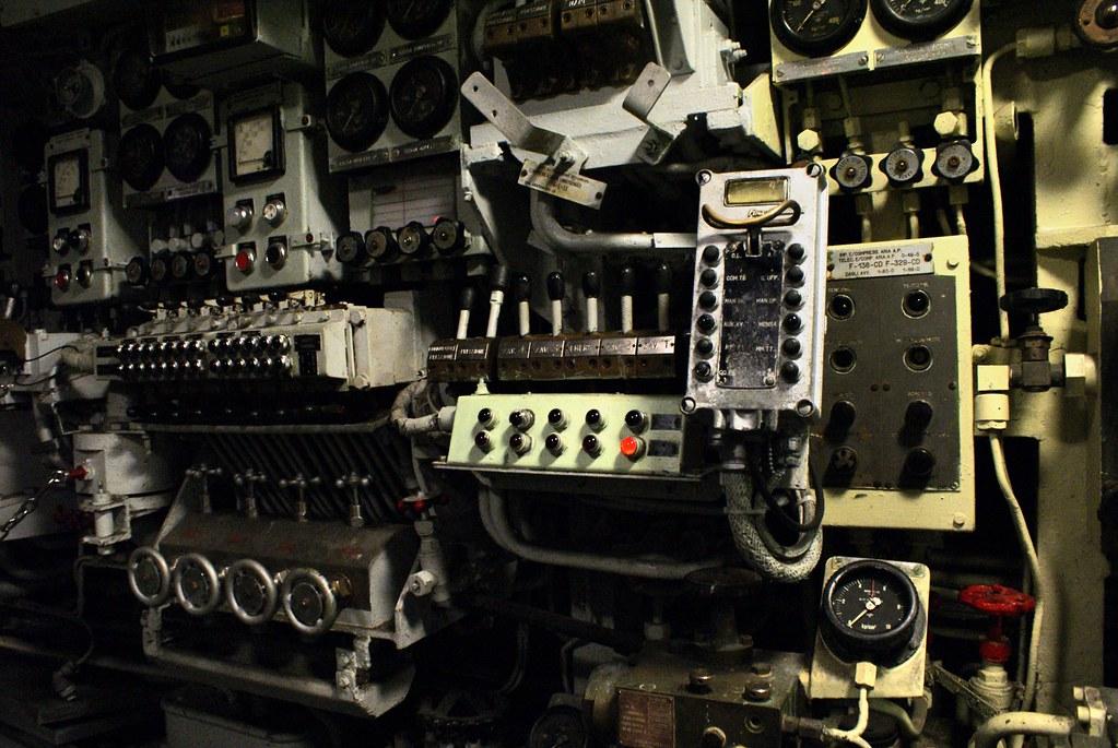 L'impressionnante salle des machines dans le sous-marin à Gênes.