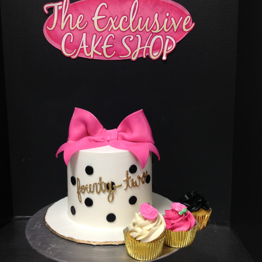 Adult Female Cakes - Exclusive Cake Shop
