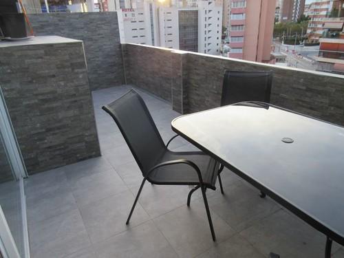 Fabulosa terraza con vistas al mar de 15 m2. Pida más información en su agencia inmobiliaria Asegil de Benidorm  www.inmobiliariabenidorm.com