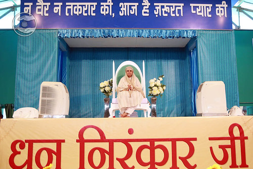 Her Holiness Satguru Mata Savinder Hardev Ji on the dais