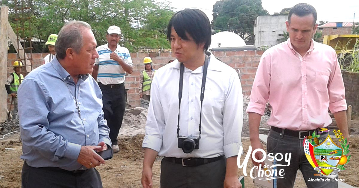 Alcalde de Chone y técnico japonés visitaron institución de educación especial