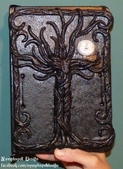 Nymphspell Design Yggdrasil Lebensbaum tree of life book of shadows Buch der Schatten