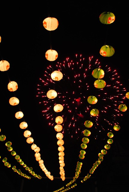 Feria de Mayo fuegos, Nikon D3000, Sigma 18-50mm F2.8-4.5 DC OS HSM