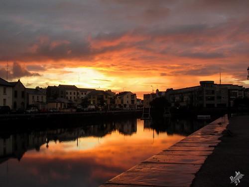 galway irlanda ireland tramonto sunset evening riflessi reflections nuvole clouds eire