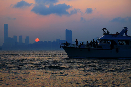 color city water people sea curise orange sun sunset boat shadow cloud reflection sky beach seashore 2017 hongkong summer canonef24105mmf4lisusm canoneos6d eos6d canon 24105mm 1500v60f aatvl01 1000views aatvl02 2000views