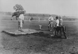 Golfing at Charlottetown, Prince Edward Island / Partie de golf à Charlottetown (Île-du-Prince-Édouard)