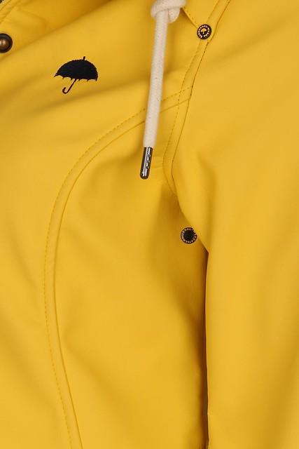 Schmuddelwedda - short yellow rain coat logo detail