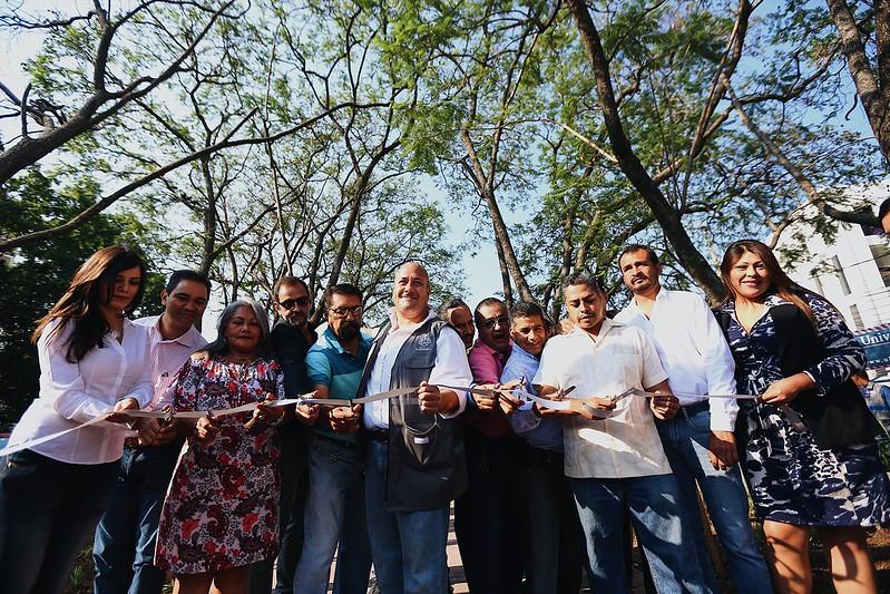 15 May 2017 . El Presidente Municipal Enrique Alfaro encabeza la entrega de las obras de remodelación del camellón Sur de Chapultepec y recorrido por la ciclovía de Av. Washington
