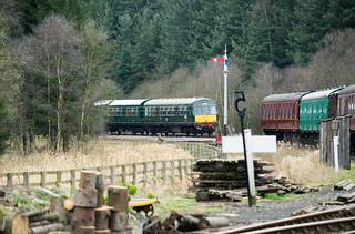 20170330-38_Diesel Train (Daisy) coming into Levisham Station
