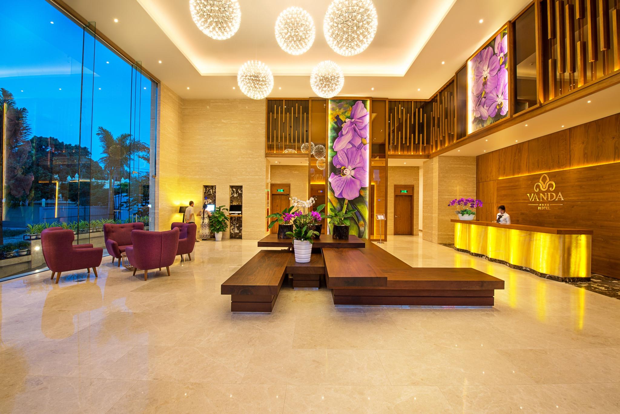 15-off-hotel-rooms-vanda-hotel 2