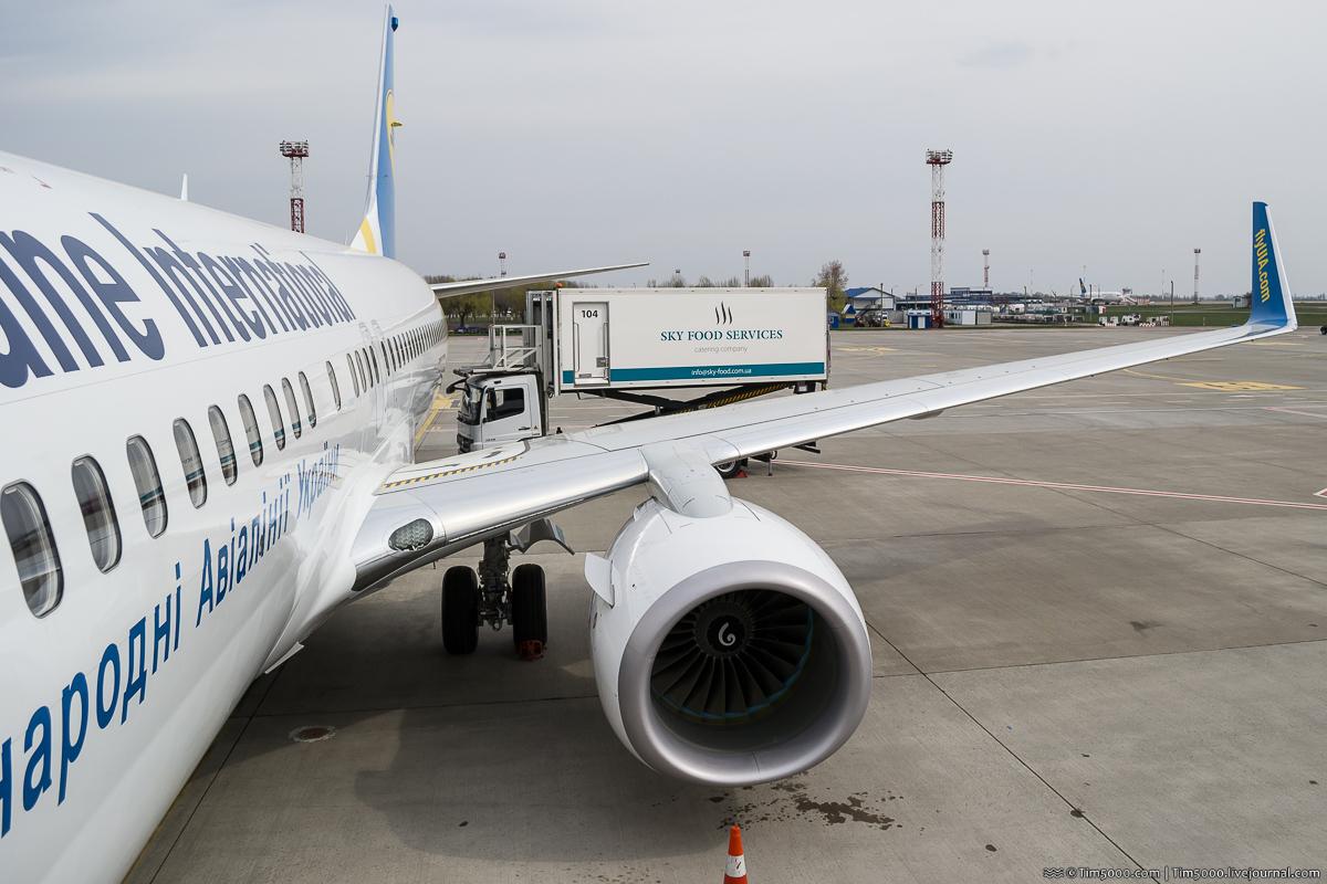 Новый Boeing 737-800NG MАУ и новое меню для пассажиров