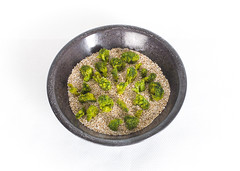 Popped amaranth and freeze-dried broccoli