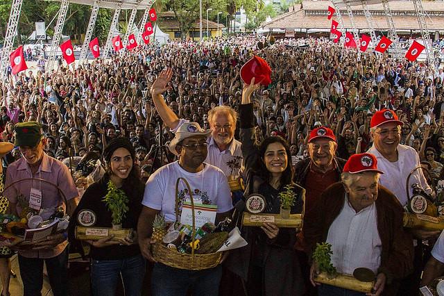 Artistas y políticos defienden reforma agraria y agroecología en feria del MST