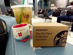 洛杉磯機場來一杯星巴克-Here comes the Starbucks city mug, Los Angeles Airport, California, US