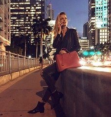 Every corner is good to do business :stuck_out_tongue_winking_eye::see_no_evil: #Brickell #Miami #businessInProgress . . . . . #MiamiNightlife #MiamiByNight #AmericanLife #AmericanDays #AmericanDream #doingbusiness #business #businesswoman #ootd #ootn #o