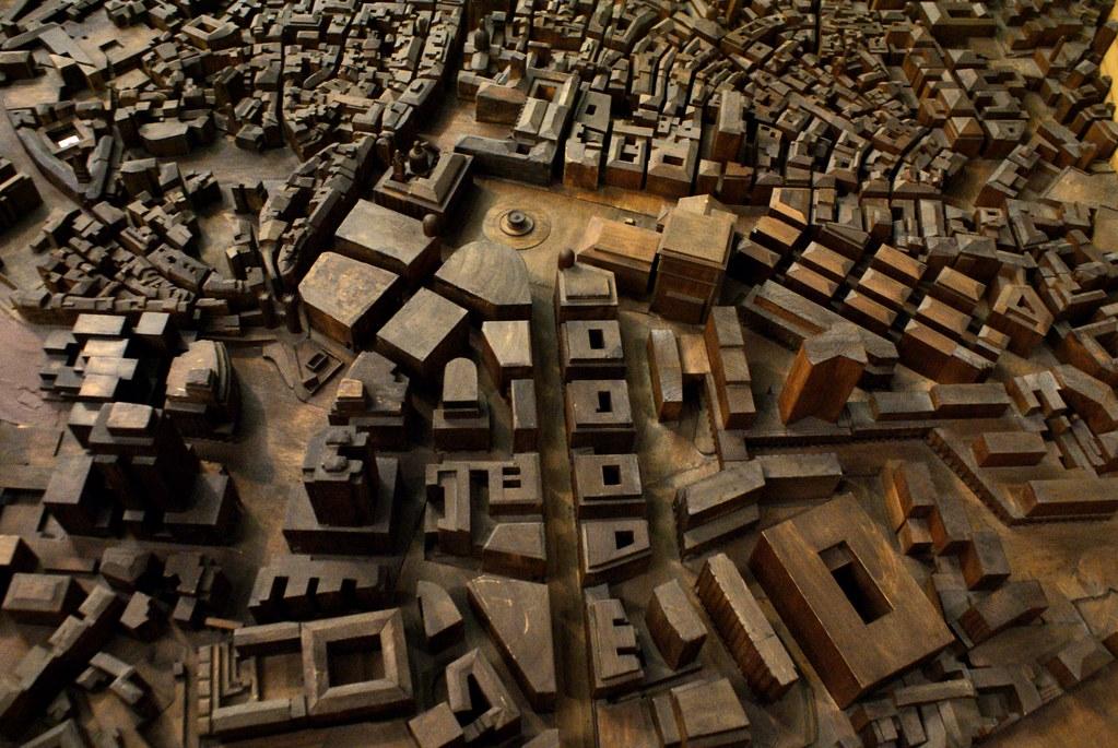 Maquette de Gênes : Quartier San Vincenzo dans le coin en bas, ses avenues larges et ses batiments imposants.