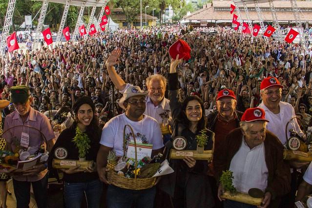 Artistas e políticos defendem reforma agrária e agroecologia em feira do MST