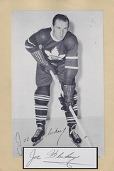 1944-63 NHL Beehive Hockey Photo / Group II - JOE KLUKAY (Left Wing) (b. 6 Nov 1922 - d. 3 Feb 2006 at age 83) - Autographed Hockey Card / Cut (Toronto Maple Leafs) (#416)