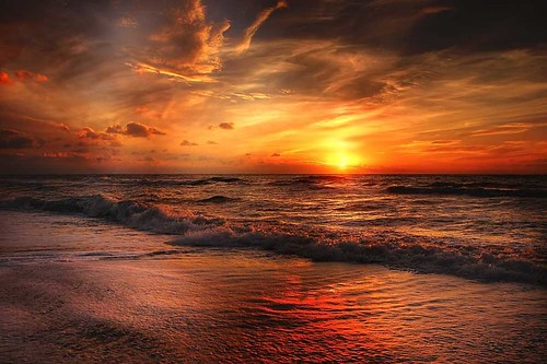 holiday-packages-hotels-travel-agency-sunset-over-beach
