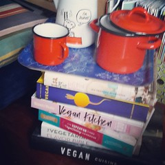 This is definitely one of my favorite spots in the flat #vegancookbooks #present #birthdaypresents