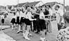 Schulkinder sangen einige deutsche Volkslieder und begrüßten die Gäste mit Blumen