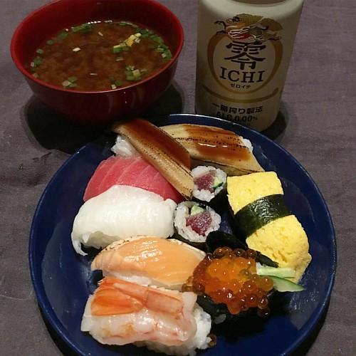 母の日?なので半額お寿司ディナー!!うまいうまい バイク乗って汗もかいたし日に焼けて顔は痛いし良い日だった #dinner #japanese #japanesefood #sushi