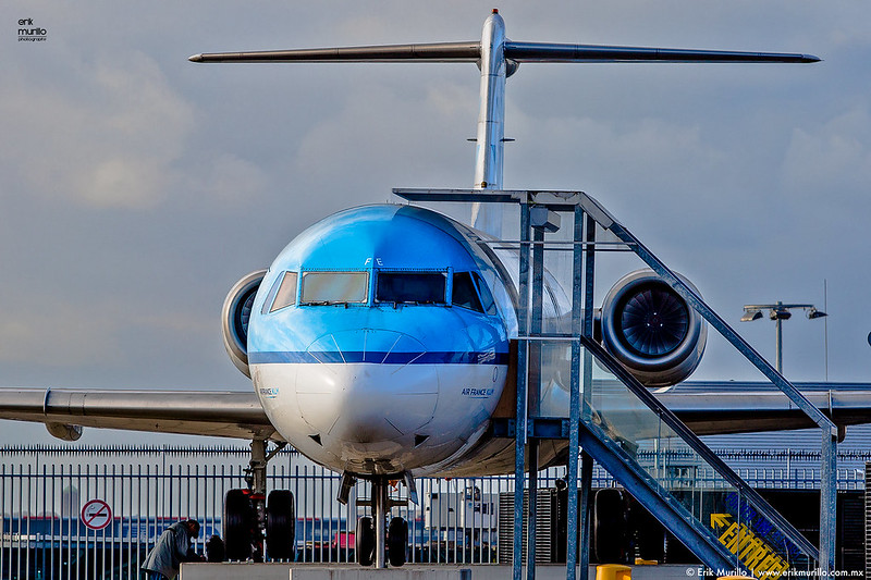 Fokker 100 en la terraza panorámica de Schiphol