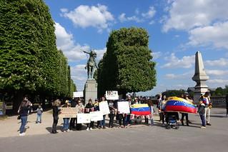 Anti-Maduro (Venezuela) protest @ Statue of Simon Bolivar @ Paris