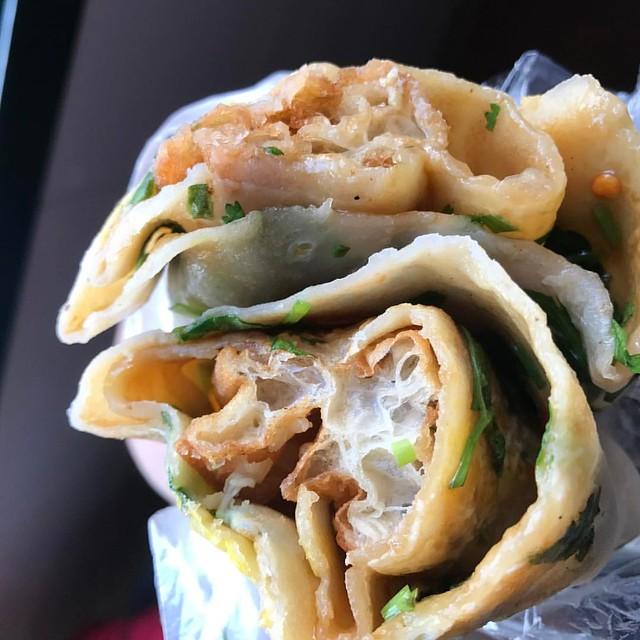Jianbing (煎饼) (5 yuan / $0.72) - Wheat and mung bean flour pancake, Youtiao (油条), egg, cilantro, green onions, spicy chili paste, and a sweet hoisin sauce. Sooo yum!