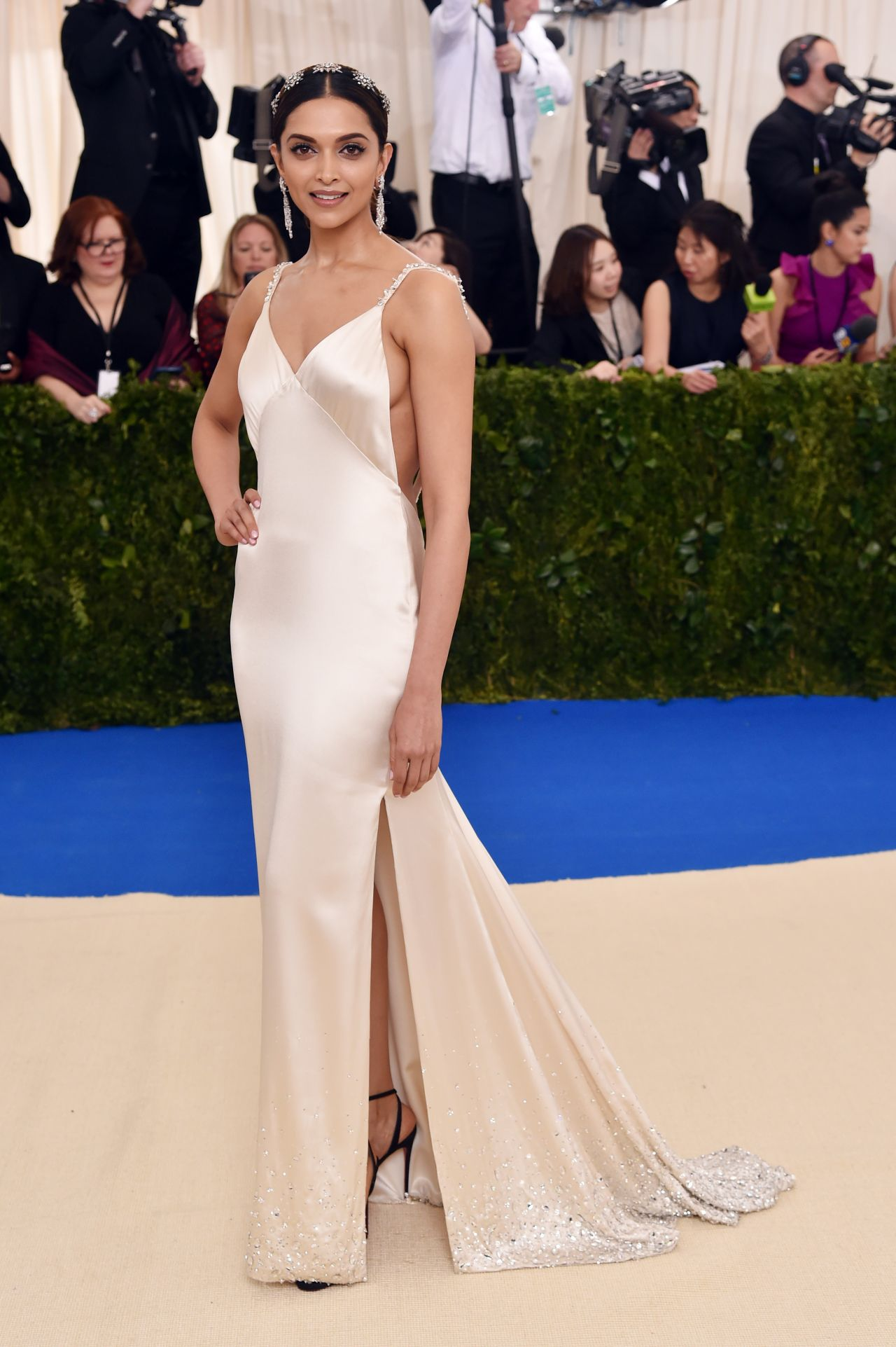Hollywood Actress Deepika Padukone met gala 2017