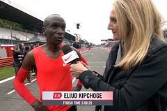 Nikdy nikdo neběžel maraton rychleji. Kipchoge jej zdolal za 2:00:25