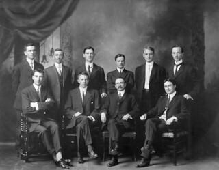 Historical research scholars at the Dominion Archives of Canada, Ottawa, Ontario / Des spécialistes de la recherche historique aux Archives fédérales du Canada, Ottawa (Ontario)