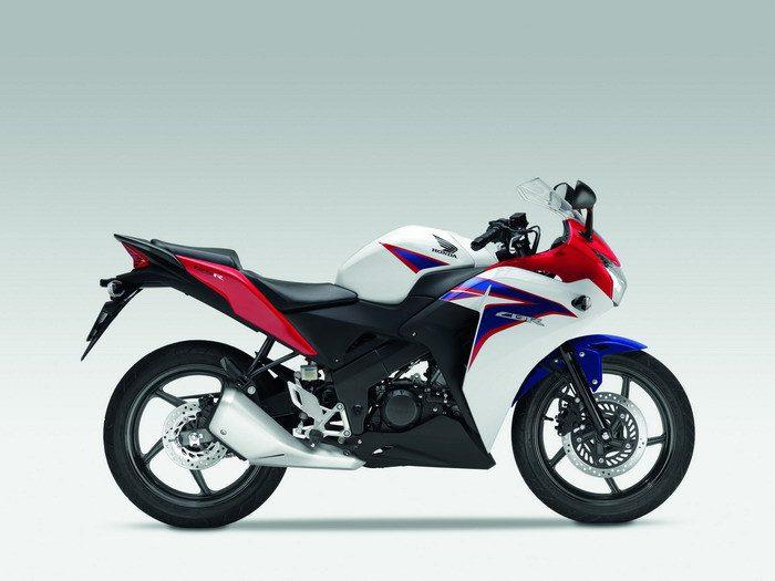Honda CBR 125 R 2015 - 14