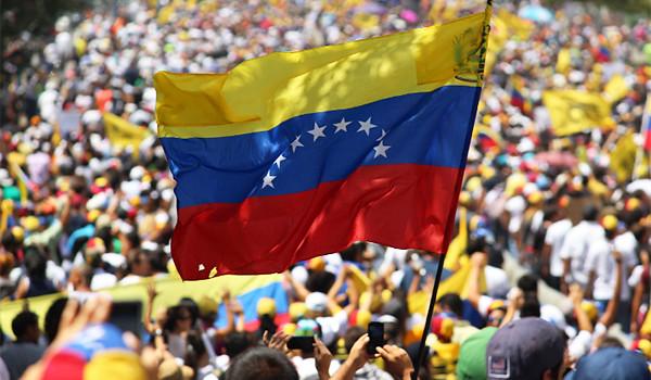 Maduro diz que nova Constituição será submetida a referendo — Venezuela