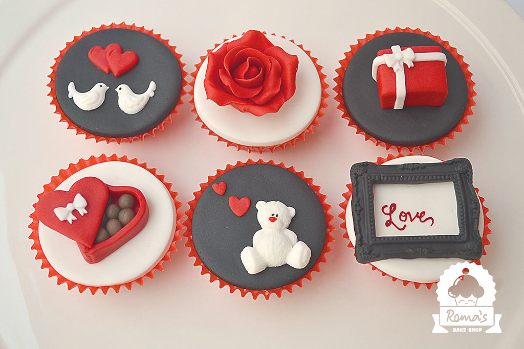 Valentine S Day Cupcakes Roma S Bake Shop