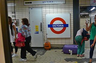 London - Underground Victoria platform