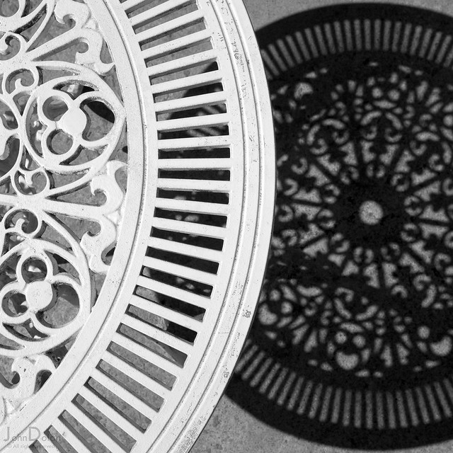 table | shadow | portmeirion