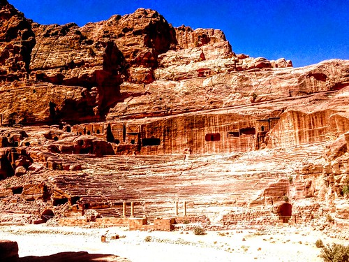 amphitheater sandstone rock stone carvings site architecture archeological archiological history historic ancient culturalsite worldheritage unesco wondersoftheworld new7wonders new7wondersoftheworld petra middleeast jordan columns nabataean theater nabateantheater nabatean albatrā
