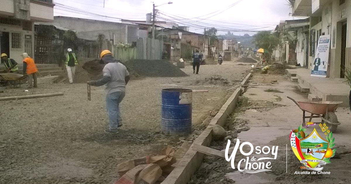 La Alcaldía continúa con trabajos en la calle 24 de Mayo