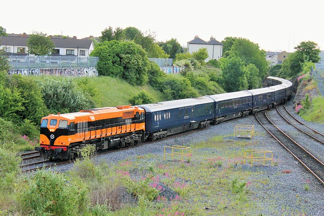 Retro 071 with Belmond Grand Hibernian @ Glasnevin Junction