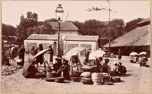 Saïgon 1897-1898 - Le marché - Cột đèn đường thắp bằng đèn dầu