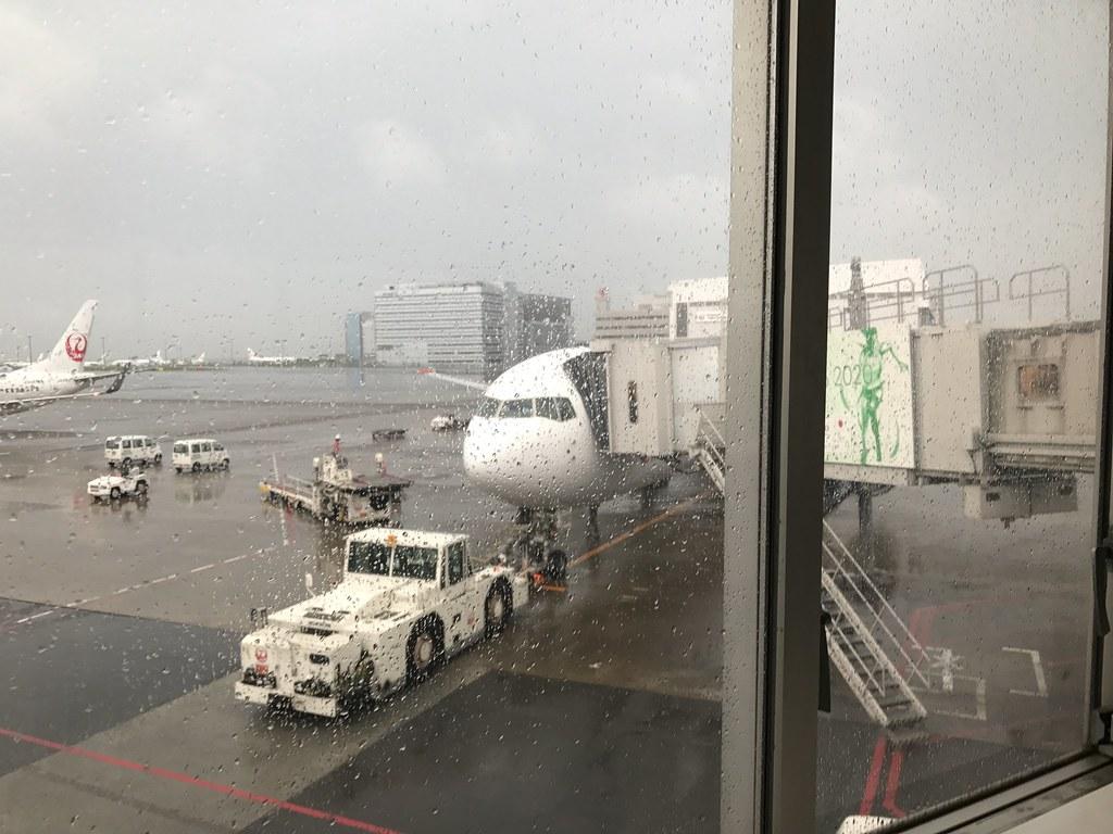 羽田空港は前日の夜から雨ざあざあ