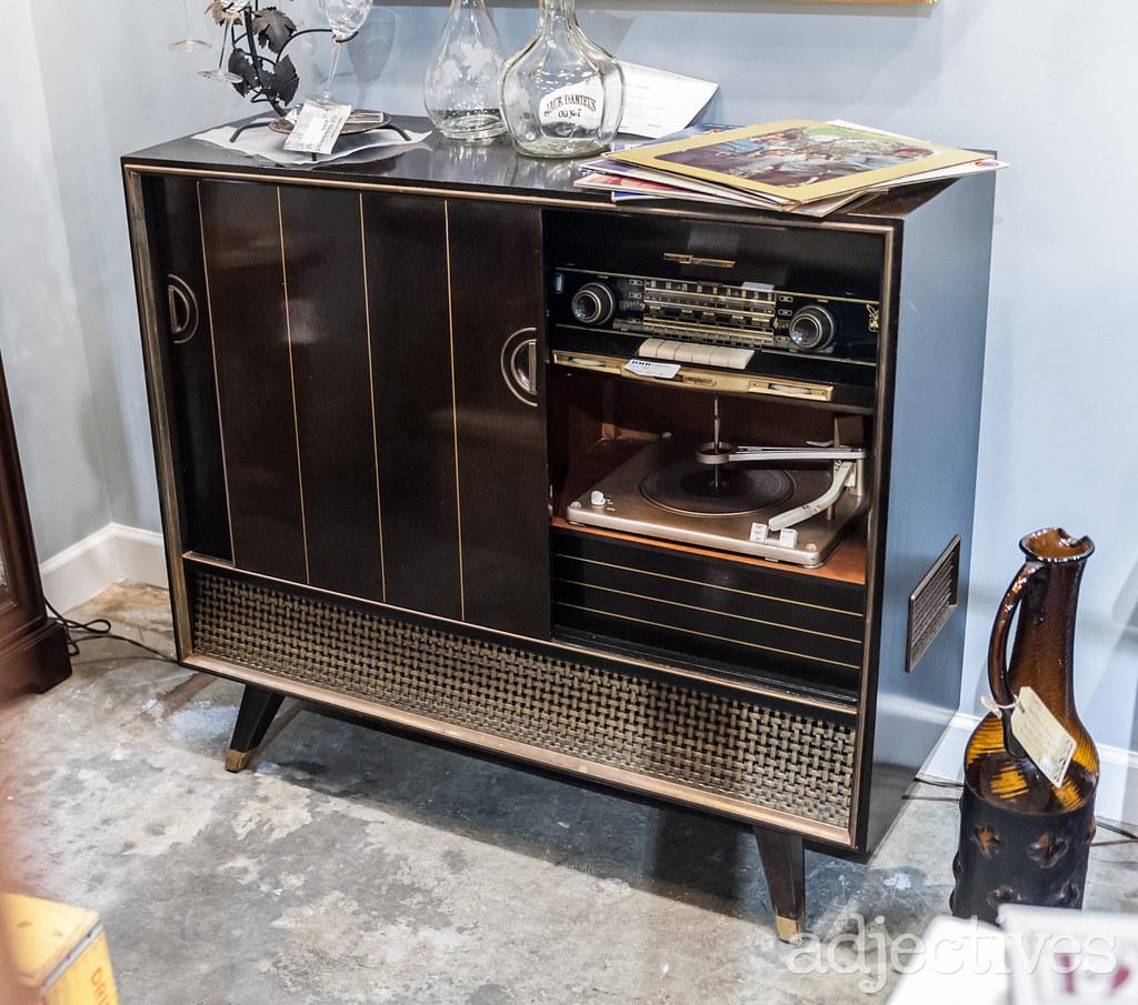 Record Cabinet in Altamonte by DMD Cache