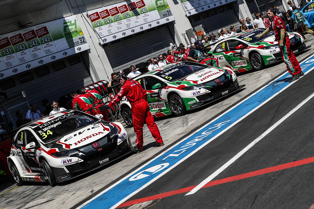 34 MICHIGAMI Ryo (jpn), Honda Civic Honda racing team Jas, 05 MICHELISZ Norbert (hun), Honda Civic team Castrol Honda WTC, 18 MONTEIRO Tiago (prt), Honda Civic team Castrol Honda WTC, ambiance pitlane during the 2017 FIA WTCC World Touring Car Race of Nurburgring, Germany from May 26 to 28 - Photo Florent Gooden / DPPI