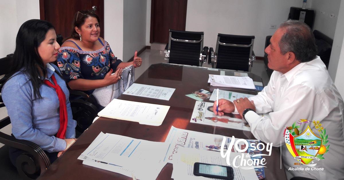Alcalde de Chone recibe delegación de docentes de la ESPAM