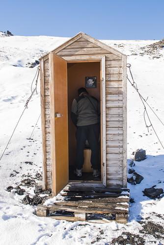 iceland ijsland islande defender defender110 defender90 defontheroad askja snow snowandice offroad rivercrossing lava lavafield tracks