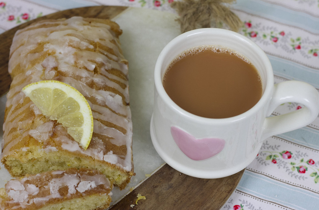 Gin Drizzle Cake with Tea