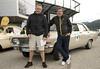 Tim Wilde (links) mit Opel-Markenbotschafter Jockel Winkelhock